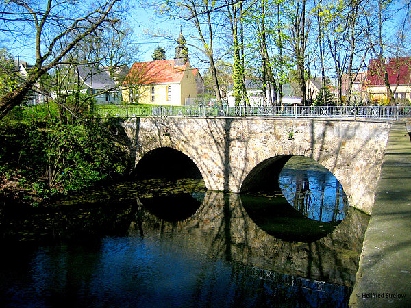 Wallgraben mit Schlossbrücke