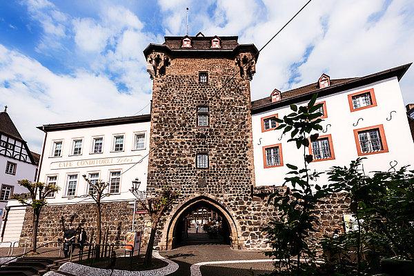 """Historisches Stadttor """"Rheintor"""" und angrenzendes Zollhaus"""