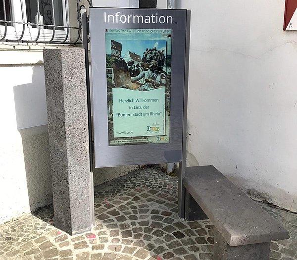 Informationsbildschirm Rathaus