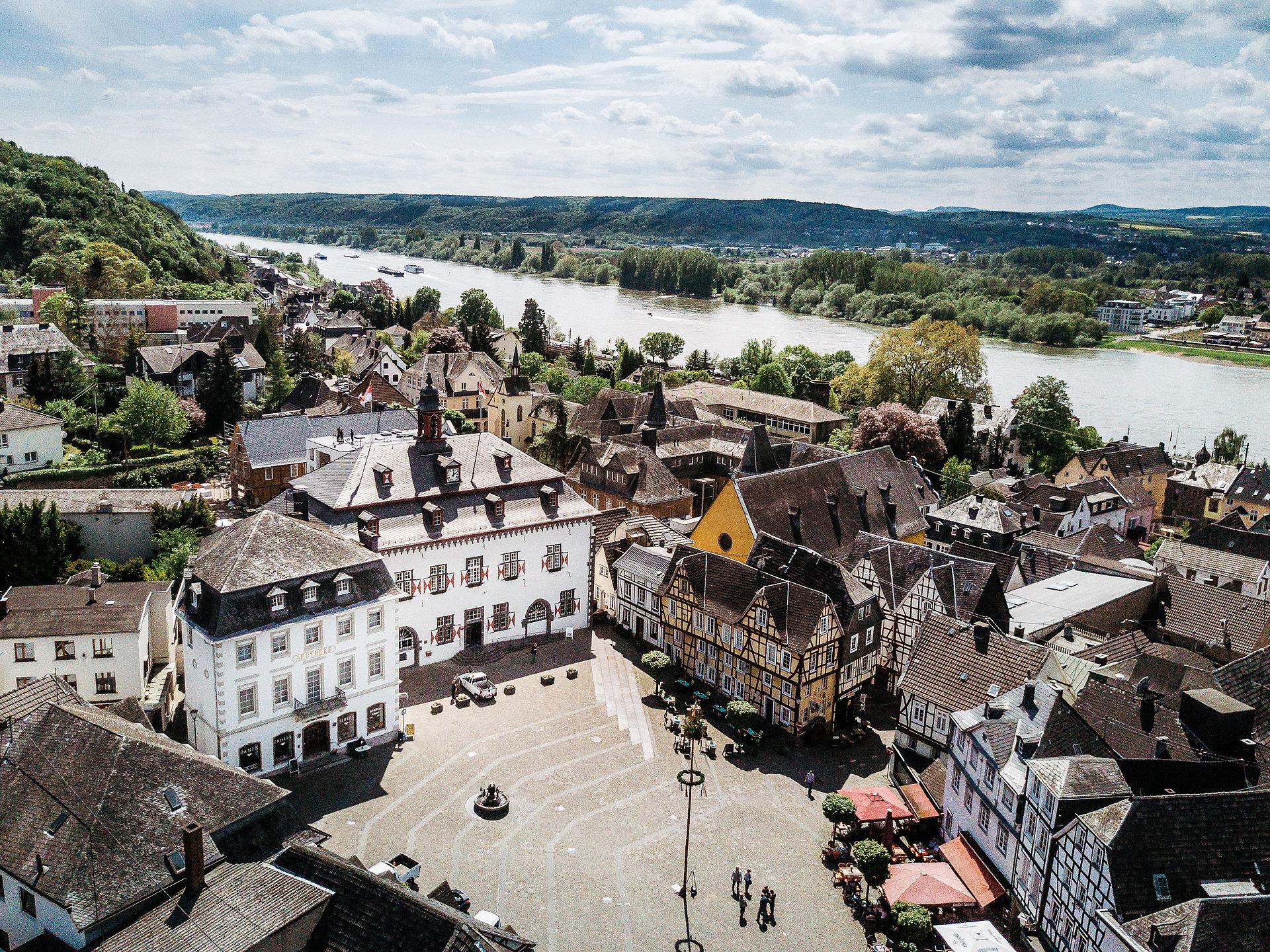 Linzer Altstadt und Blick auf den Rhein von oben