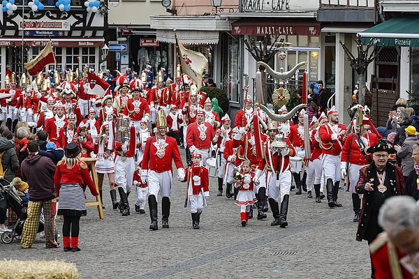 Linzer Stadtsoldaten im Anmarsch zum Rathaussturm