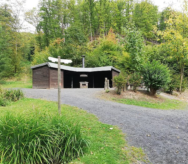 Grillhütte im Wald